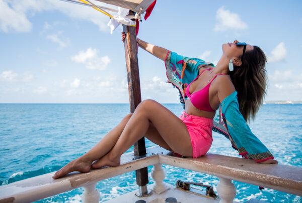 Réveillon em Noronha 2020: Giovanna Lancellotti e Nathalia Dill fazem passeio de barco