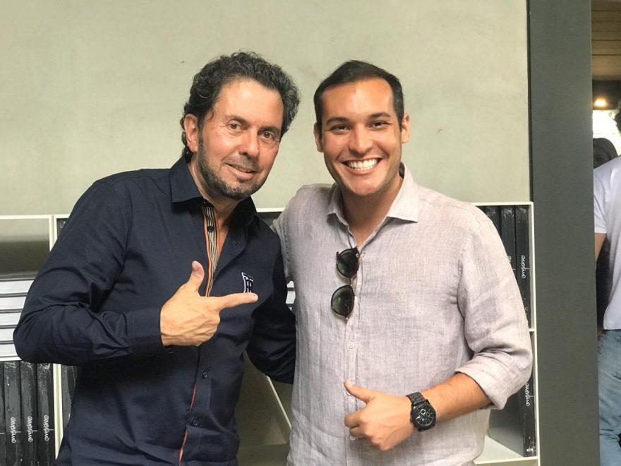 Arquiteto Alencar Júnior prestigia lançamento de livro de João Armentano em São Paulo