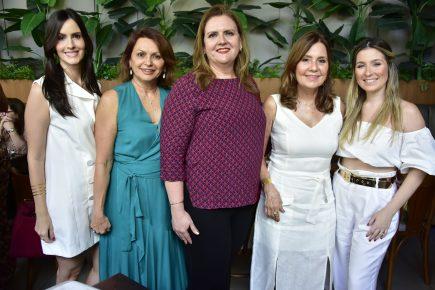Natal das Amigas reuniu nomes conhecidos em tom solidário; confira os cliques