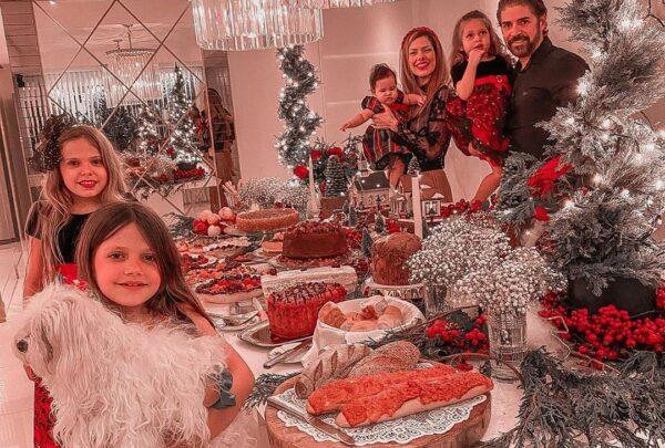 Personalidades locais compartilham cliques durante ceia natalina