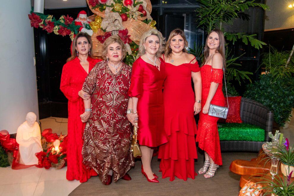 Consuelo Dias Branco recebe a família para ceia natalina em seu endereço