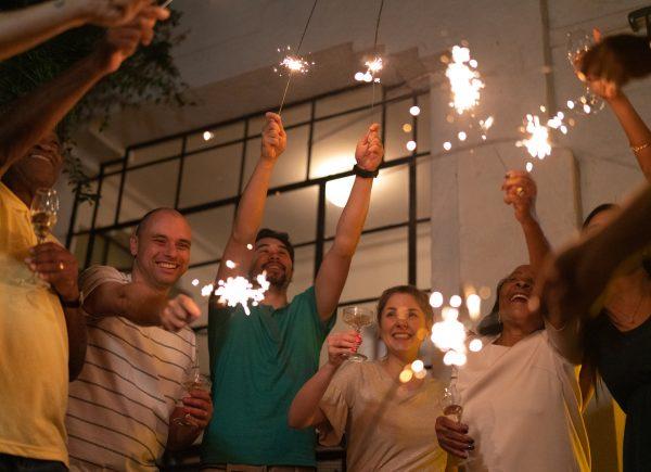 Festa em casa: veja as regras de etiqueta e segurança para celebrar em condomínios