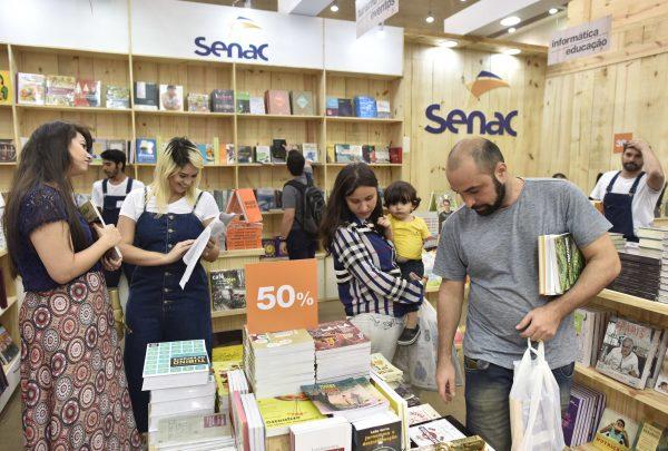 Editora Senac promove bazar de Natal com descontos de até 90%