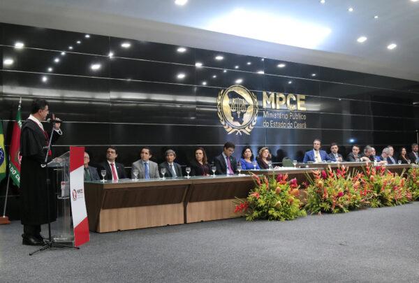 Camilo Santana e Roberto Cláudio prestigiam posse do novo procurador-geral da Justiça do Ceará