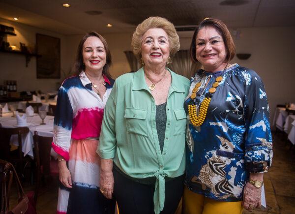 Gabriela de Castro celebrou aniversário com festa surpresa em torno das amigas