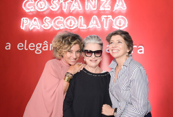 Filhas de Costanza Pascolato, Consuelo e Alessandra Blocker lançam livro com sessão de autógrafos em Fortaleza
