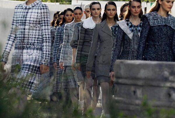 Chanel apresenta coleção inspirada em passagem de Gabrielle Chanel por orfanato