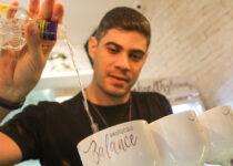 Bartender Lucas Farias ensina receitas de drinks com baixa caloria