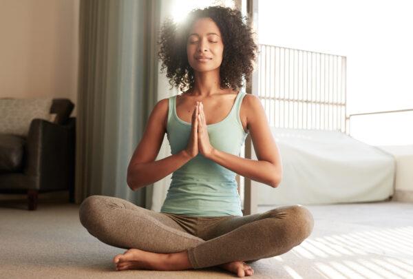 Aprenda técnicas de meditação para iniciar o ano com equilíbrio e tranquilidade