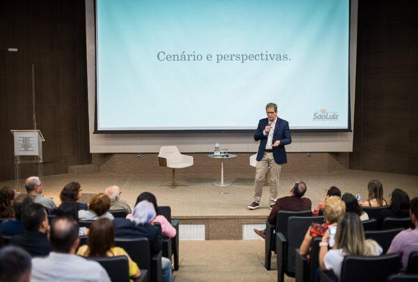 Severino Ramalho Neto palestra sobre cenários e perspectivas em evento na Fiec