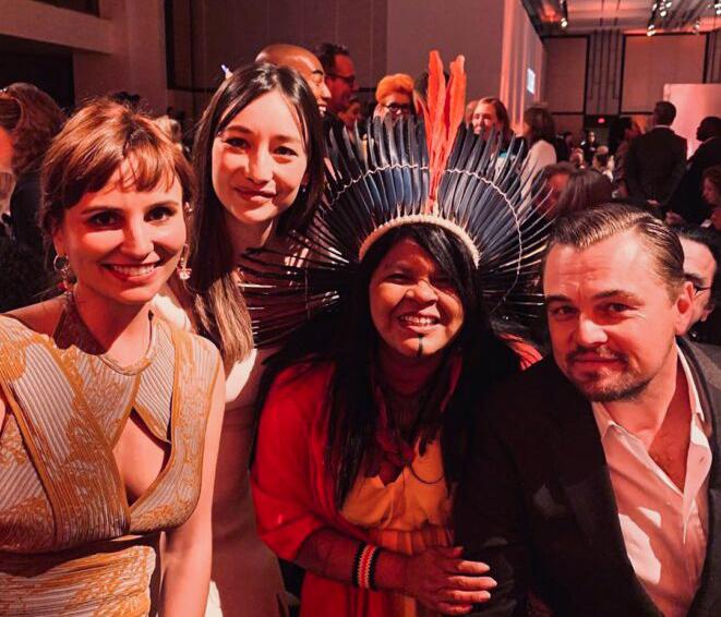 Petra Costa participa de almoço com indicados ao Oscar ao lado de Brad Pitt e Leo Di Caprio