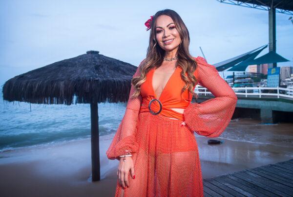 Solange Almeida leva sucessos da carreira para a nova edição do Bloquinho da Sol; confira as fotos