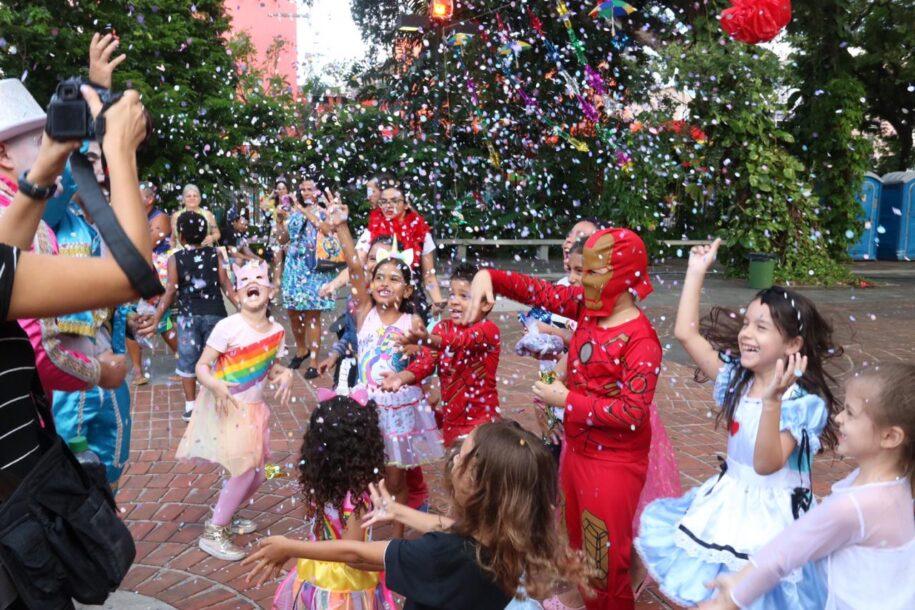 Baile à fantasia do Theatro José de Alencar terá versão infantil com homenagem ao Palhaço Pimenta