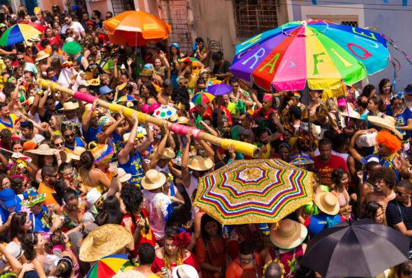 Como curtir os bloquinhos de pré e de Carnaval em segurança