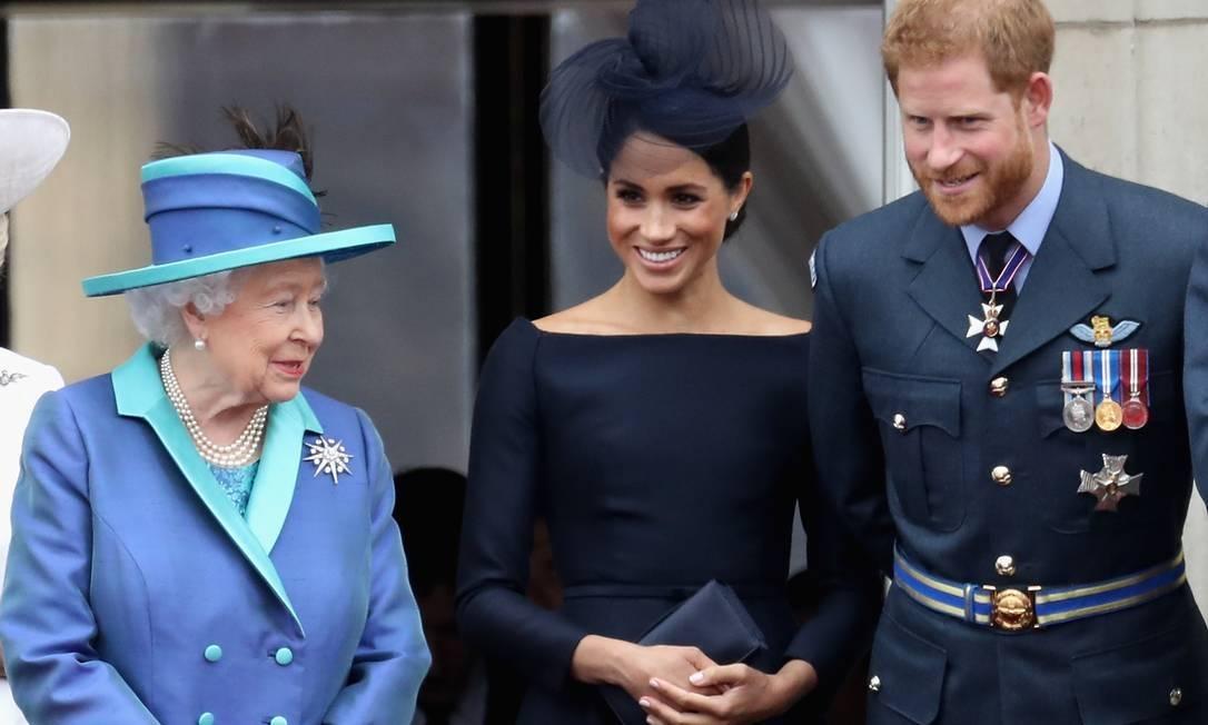 Em comunicado oficial, Rainha Elizabeth diz  que apoia desejo de transição de Harry e Meghan