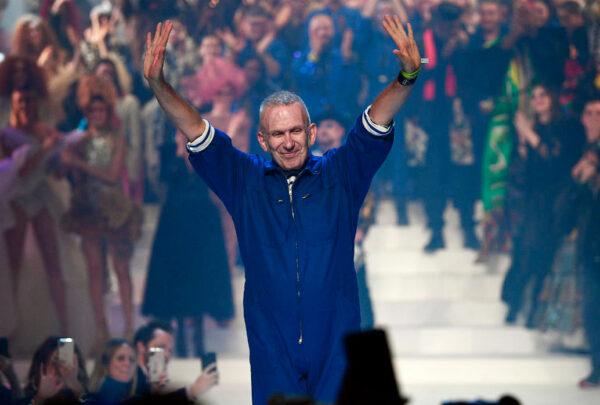 Jean Paul Gaultier se despede das passarelas com super desfile em Paris