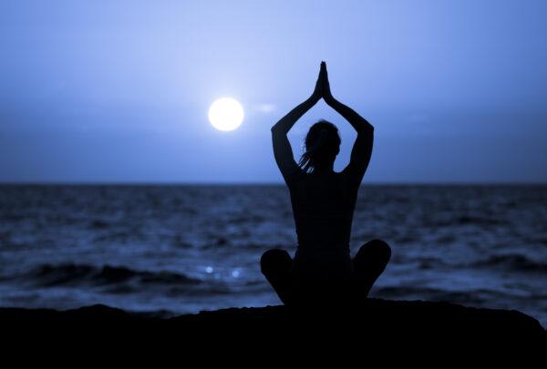 Meditação guiada saúda lua cheia no Parque do Cocó e na Praia de Iracema nesta sexta