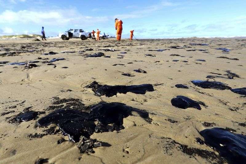 Empresa cearense transforma óleo retirado das praias em combustível alternativo