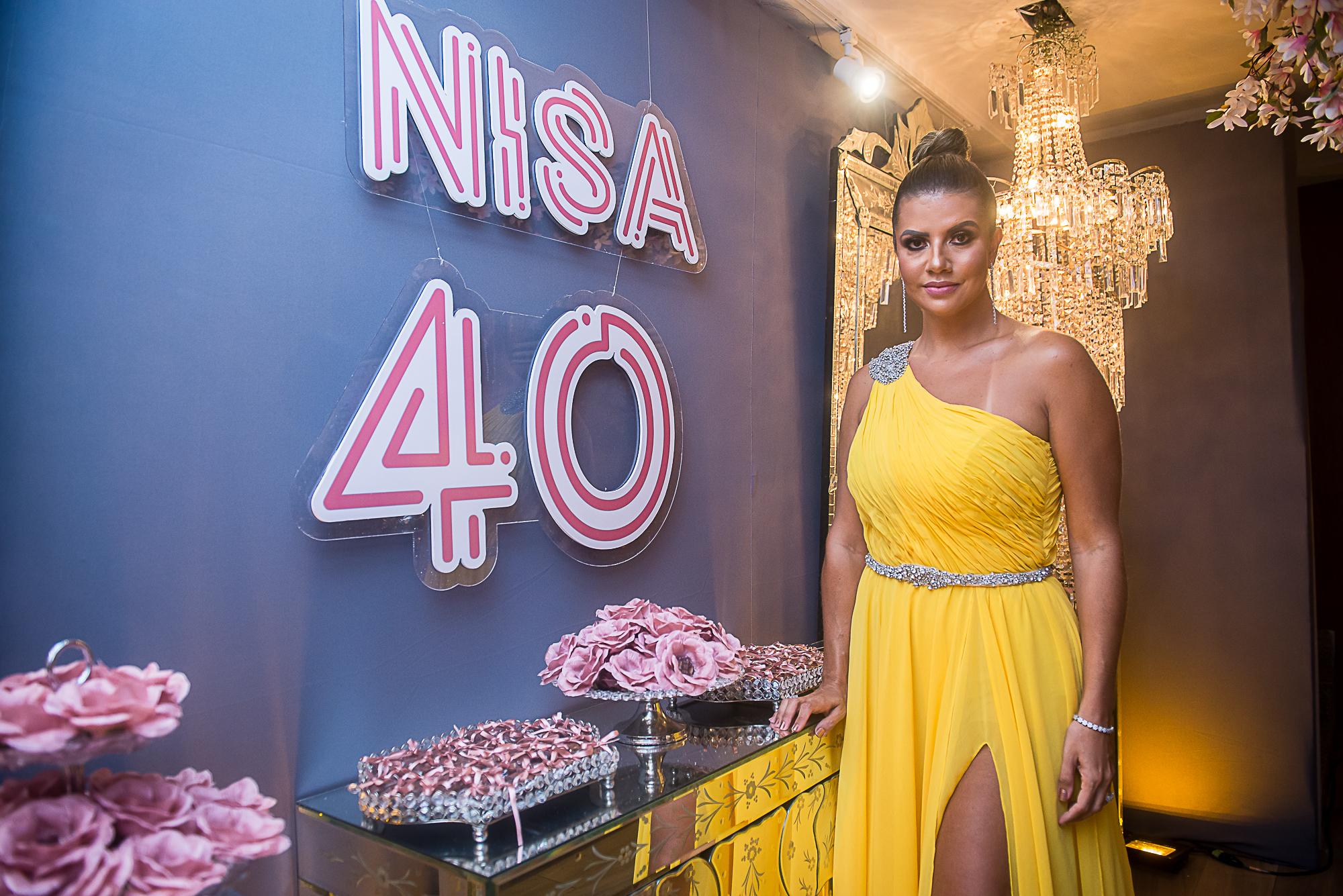 Anelisa Barreira celebra os 4.0 com festão ao lado dos amigos e familiares