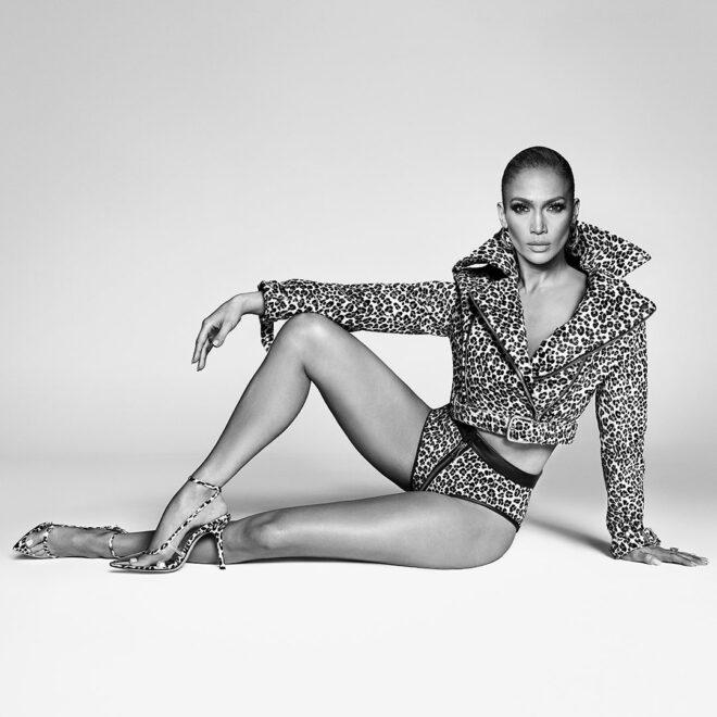 Jennifer Lopez lança coleção de sapatos e bolsas em parceria com grupo americano