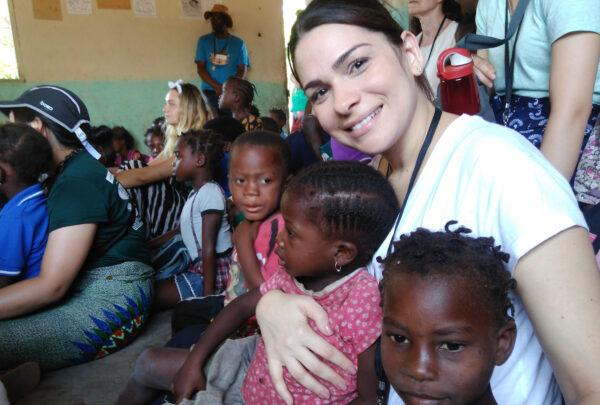 Projeto social de cearense arrecada roupas para crianças africanas