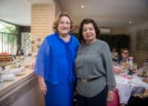 Teresa Maslowa comemora aniversário rodeada de amigas