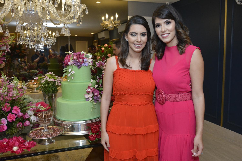 Flávia e Carla Laprovitera celebram aniversário em encontro intimista