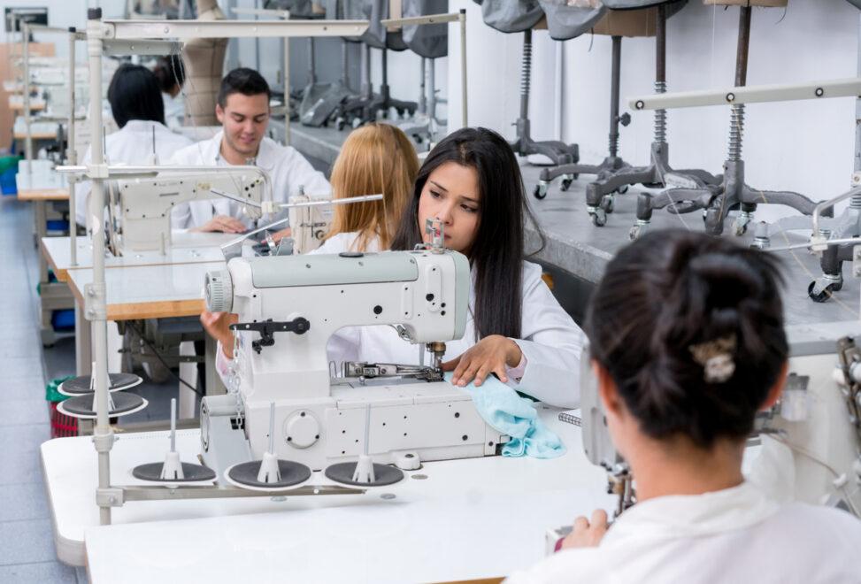 Campanha do SindConfecções produzirá lençóis e batas para doar para hospitais do Ceará