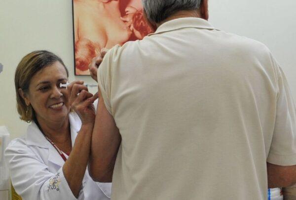 Unifor cria drive-thru para ajudar em campanha de vacinação contra gripe