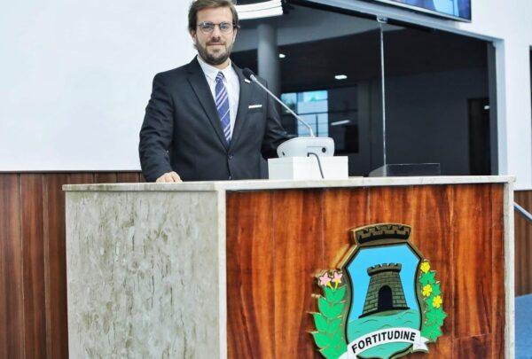 Cláudio Nelson pede exoneração da Prefeitura para disputar vaga na Câmara