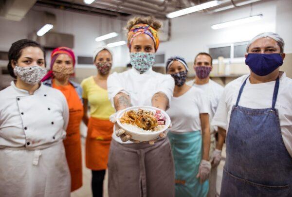 Juntos contra a pandemia: quentinhas do amor, ração para pets de rua e moda solidária