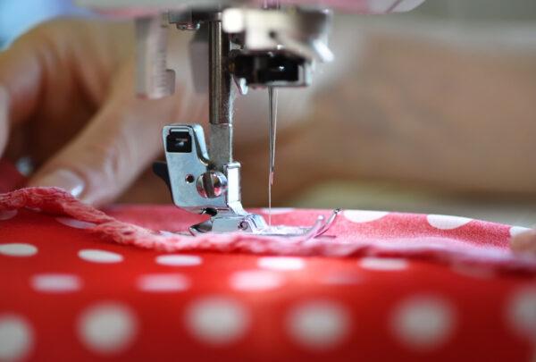 Senac/CE irá remunerar costureiras que produzirem máscaras de pano