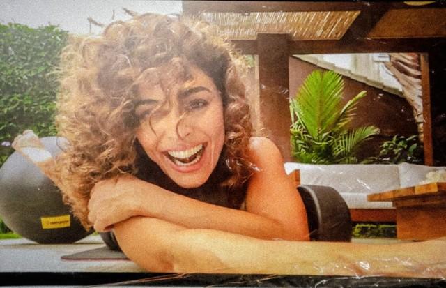 Juliana Paes e Sabrina Sato participam de ensaios feitos pelo FaceTime; confira as fotos