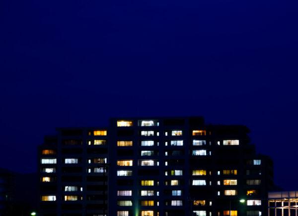 Fortaleza Azul promove piscar de luzes para celebrar Dia de Conscientização sobre o Autismo