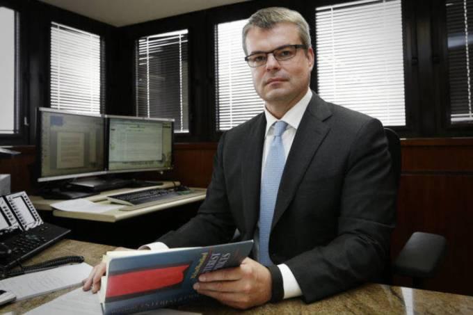 Estratégia ideal é testar as pessoas e depois isolar, defende ex-diretor do Banco Central