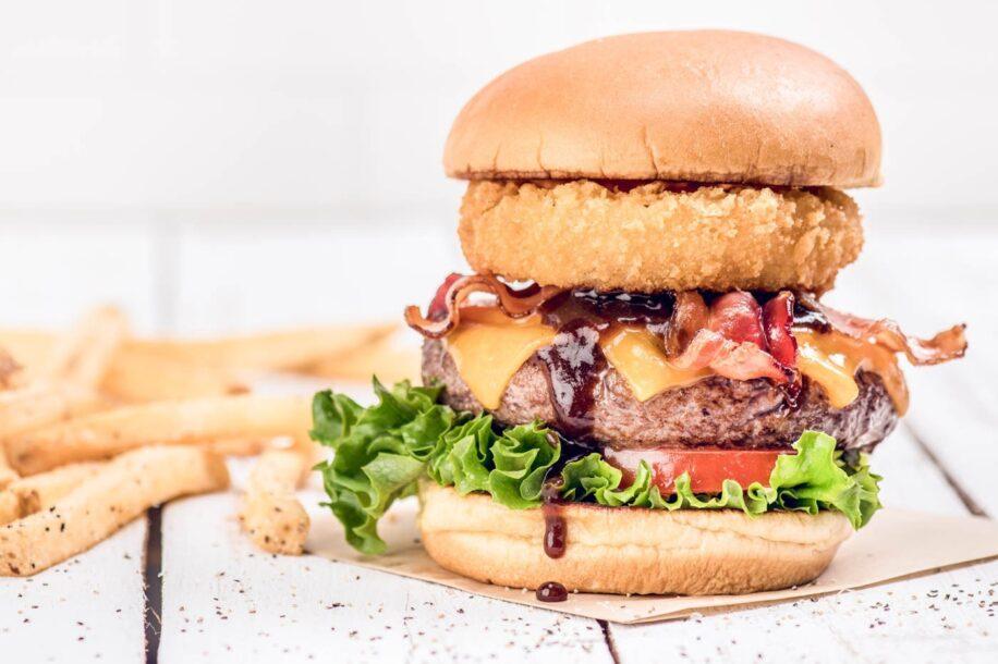 Dia do Hambúrguer: Hard Rock vende sanduíche pela metade do preço