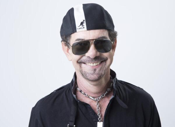 'Músicas e palavras positivas podem ajudar pessoas', diz Nando Cordel em live