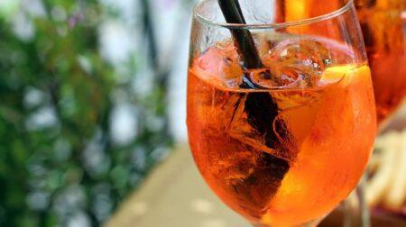 Márcia Travessoni ensina receita de drink europeu