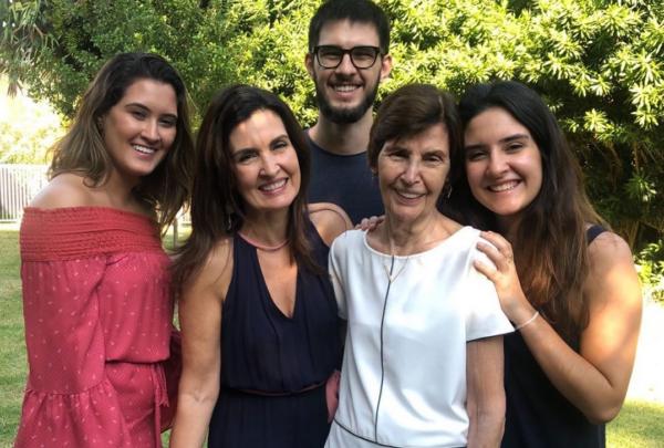 Famosos declaram amor pelas mães e filhos no Instagram