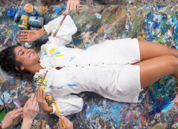 Mileide Mihaile retoma trabalhos e faz ensaio com intervenção artística de Mano Alencar