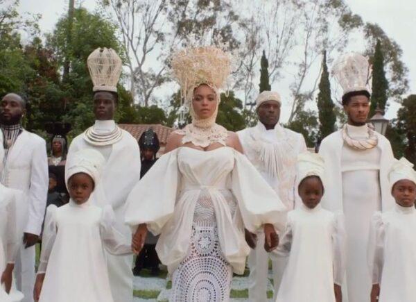 Beyoncé anuncia álbum visual inspirado em 'O Rei Leão'; veja trailer