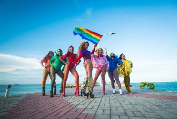 'As Travestidas' promove festival online e lança canga exclusiva em parceria com a BABA