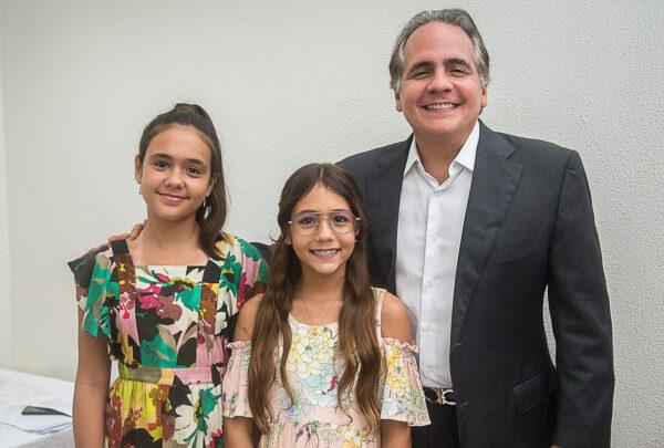 'A música é terapia e lazer', diz Ricardo Bacelar em live musical com filhas