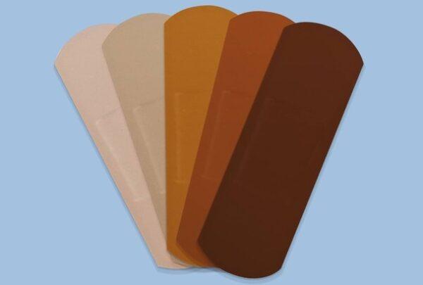 Band-Aid cria curativos com diversas cores de pele