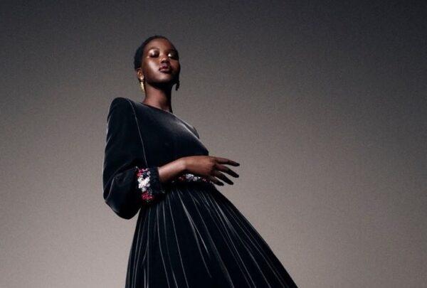 Chanel apresenta coleção inspirada em Karl Lagerfeld em semana de alta costura