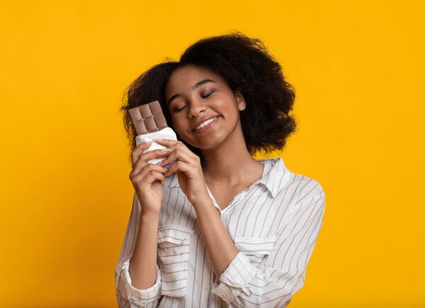 Descubra os benefícios do chocolate e saiba por que você pode comer sem culpa