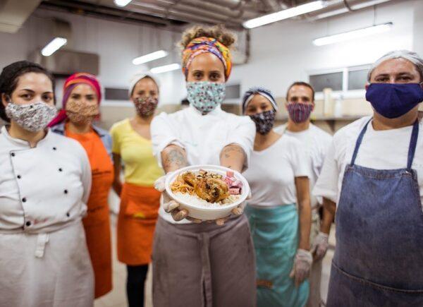 Juntos contra a pandemia: 'Auê do Amor' já distribuiu mais de 100 mil marmitas e quer empoderar comunidades