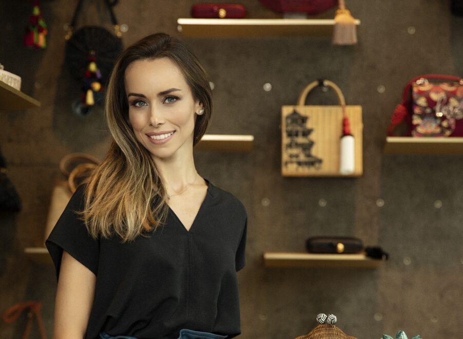 Fundadora da Isla fala do sucesso da marca mineira de bolsas e clutches