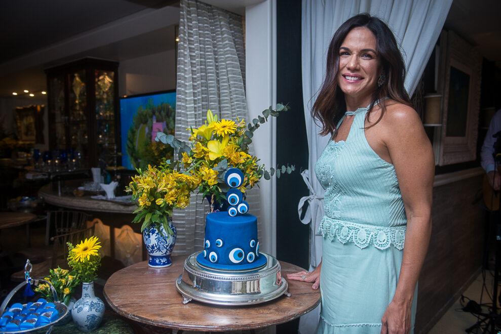 Ana Virgínia Martins ganha surpresa de grupo de amigas pelo seu aniversário