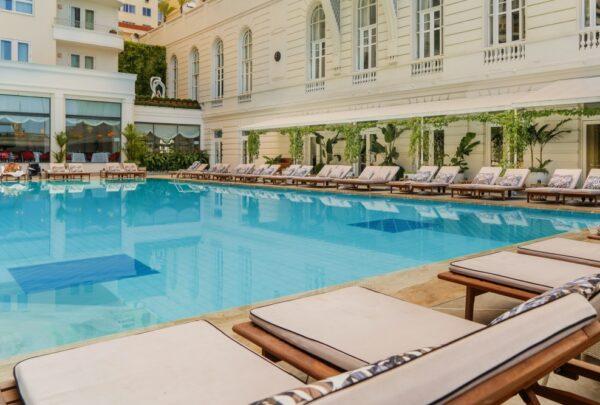 Copacabana Palace reabre com novos pacotes de hospedagem e app para agilizar interação entre hóspede e hotel
